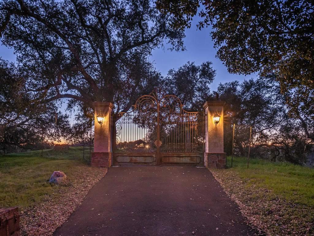 4678-Salt-Creek-Rd-Templeton-049-057-Gated-Entry-MLS_Size