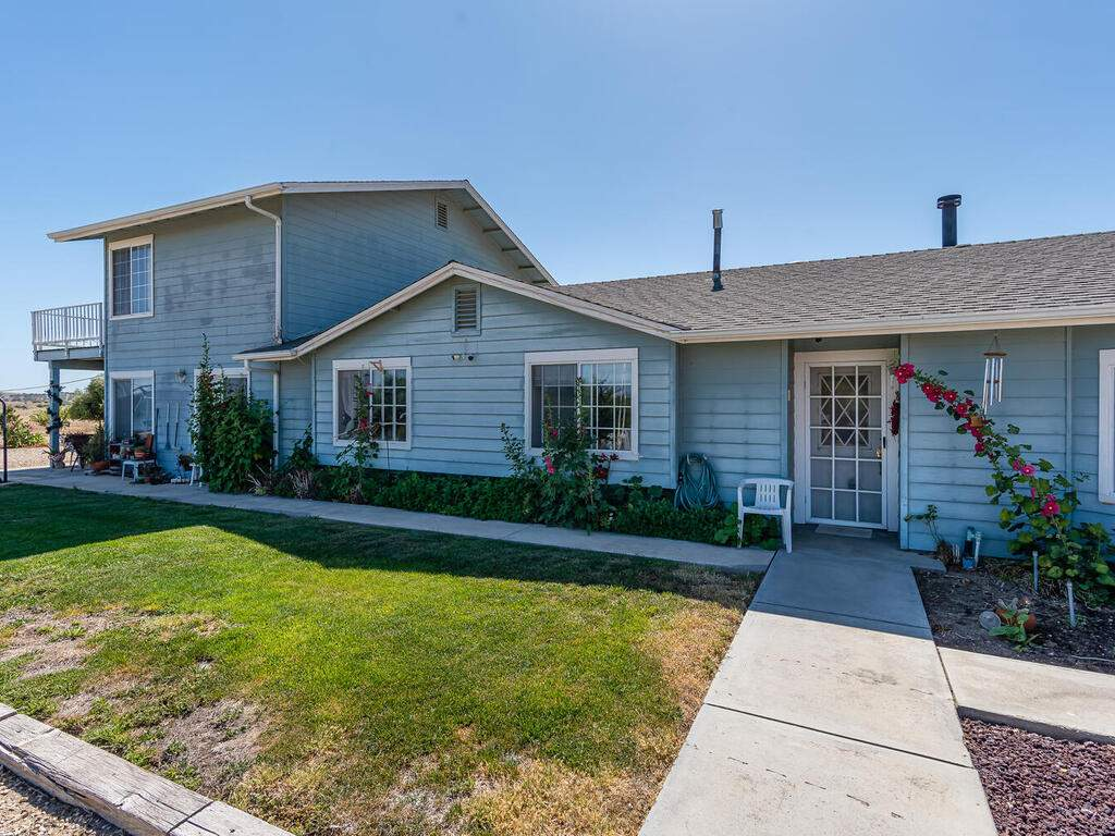 5070-White-Tail-Pl-Paso-Robles-CA-93446-USA-001-001-Front-of-Home-MLS_Size