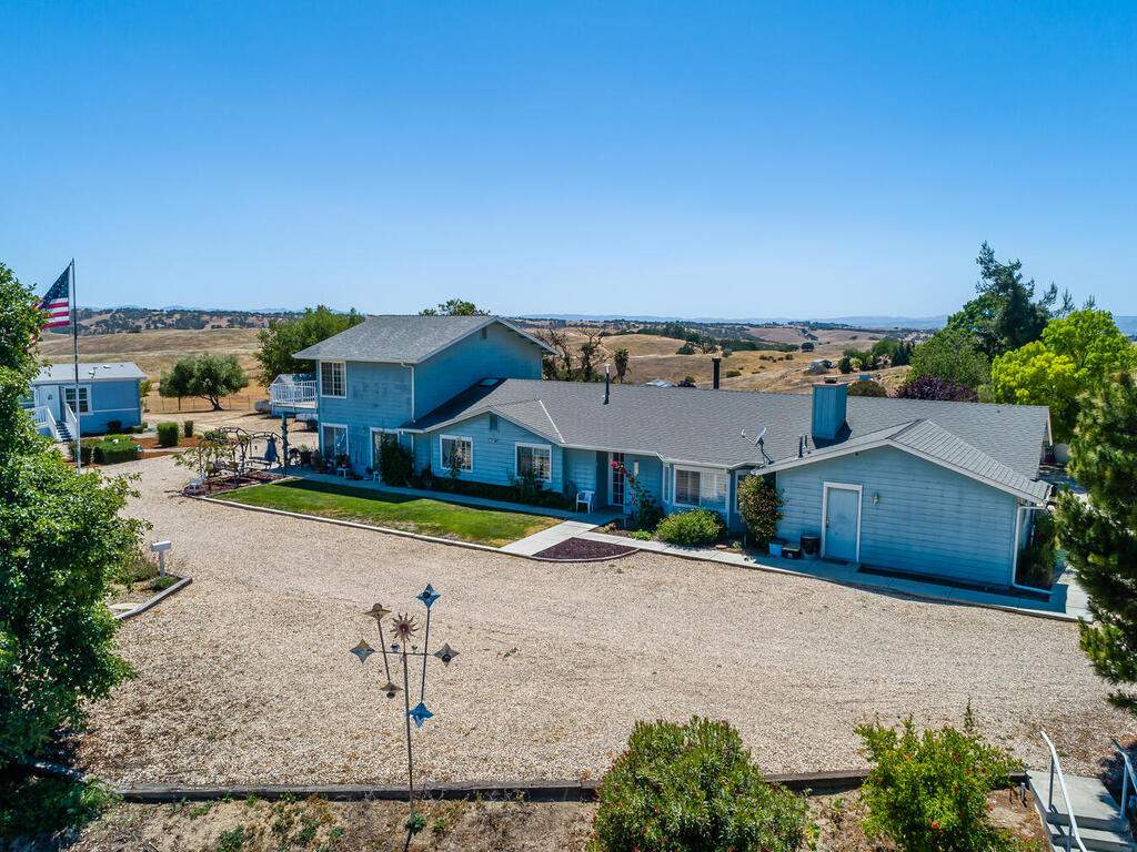 5070-White-Tail-Pl-Paso-Robles-CA-93446-USA-002-004-Front-of-Home-MLS_Size