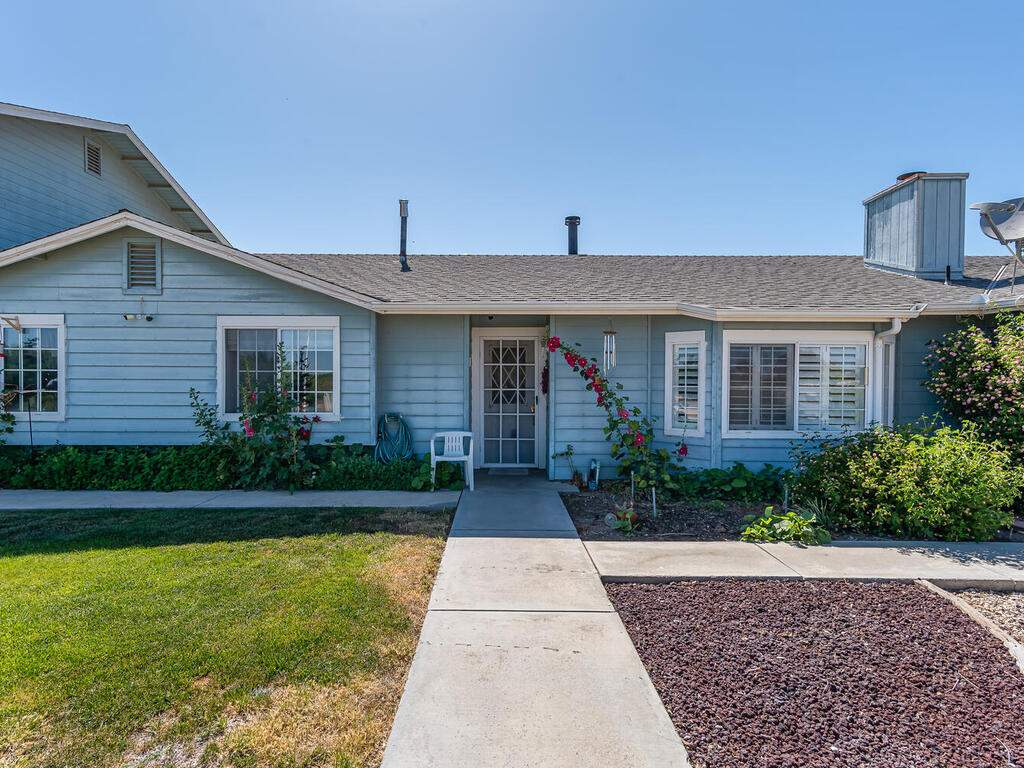 5070-White-Tail-Pl-Paso-Robles-CA-93446-USA-003-002-Front-of-Home-MLS_Size