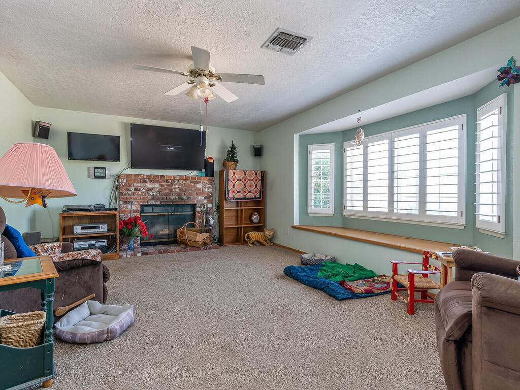 5070-White-Tail-Pl-Paso-Robles-CA-93446-USA-004-003-Living-Room-MLS_Size