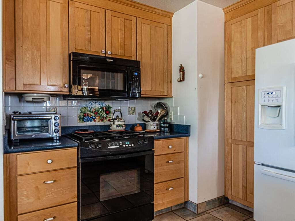 5070-White-Tail-Pl-Paso-Robles-CA-93446-USA-007-010-Kitchen-MLS_Size