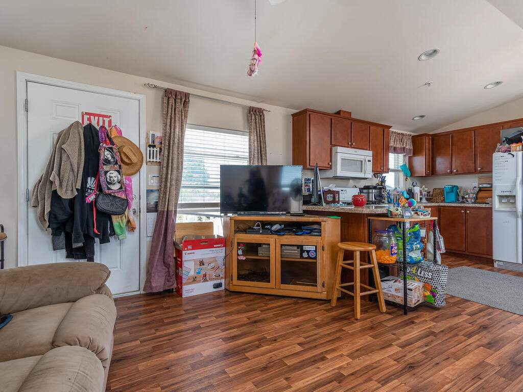 5070-White-Tail-Pl-Paso-Robles-CA-93446-USA-025-023-Guest-House-MLS_Size