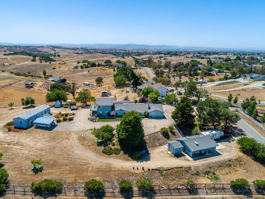 5070-White-Tail-Pl-Paso-Robles-CA-93446-USA-037-053-Aerial-View-MLS_Size