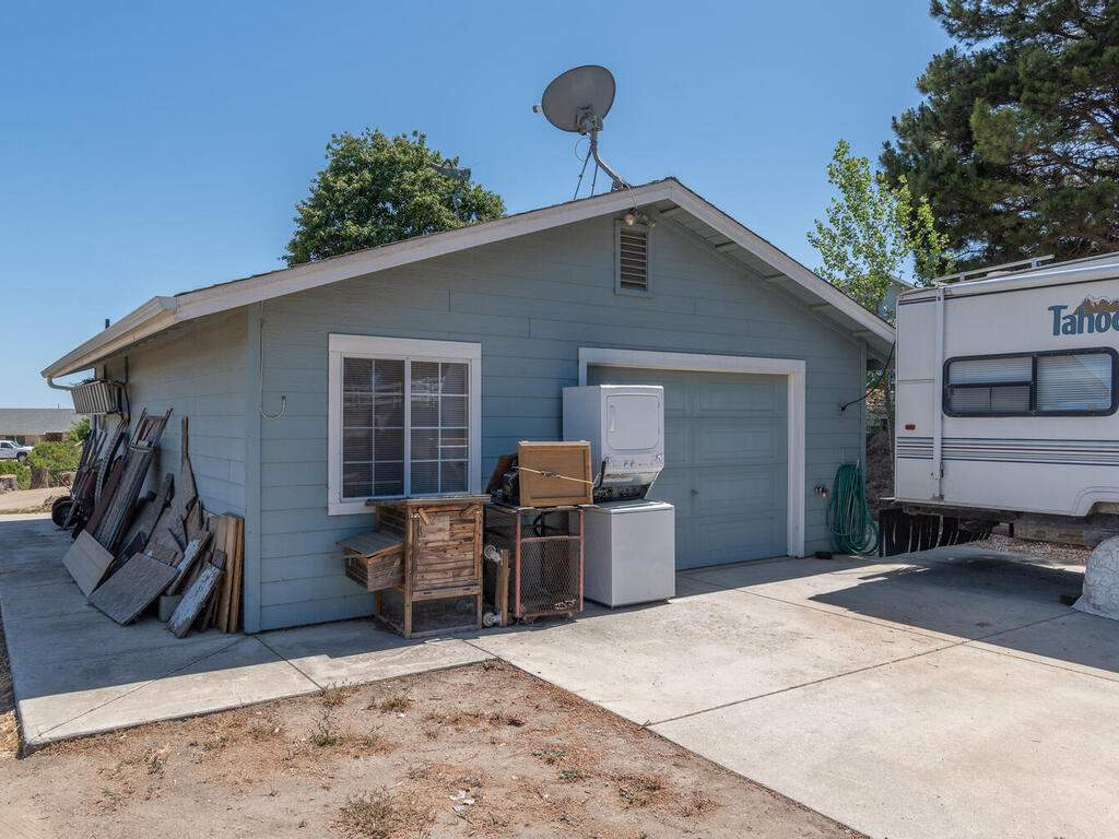 5070-White-Tail-Pl-Paso-Robles-CA-93446-USA-040-032-Workshop-MLS_Size
