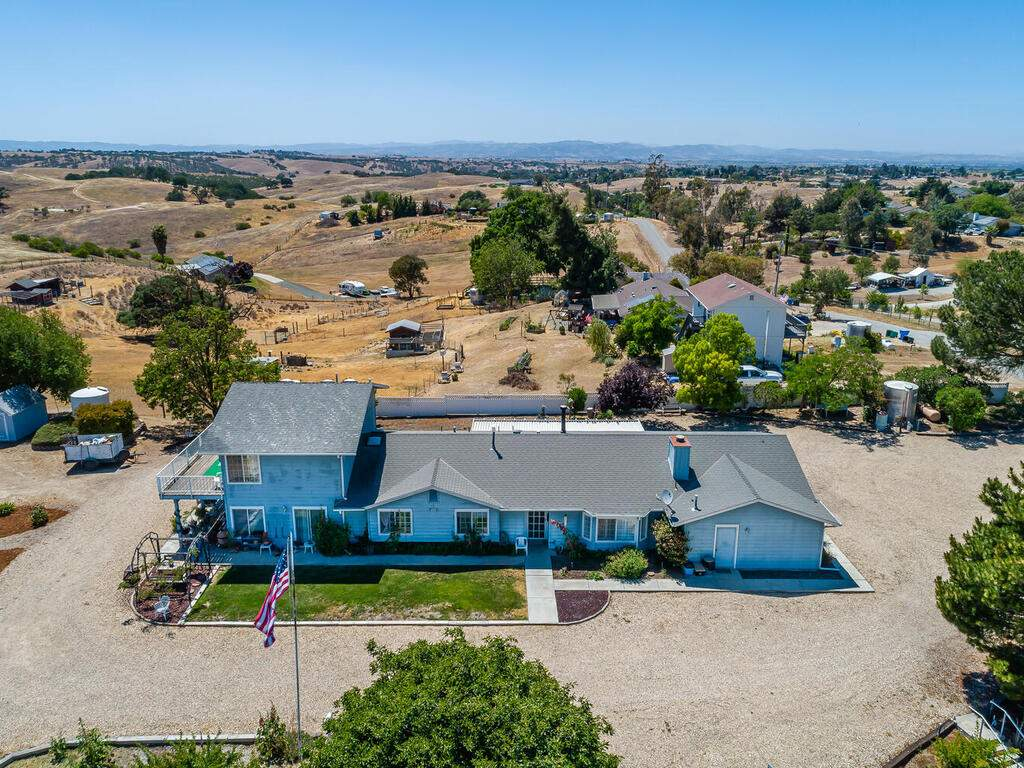 5070-White-Tail-Pl-Paso-Robles-CA-93446-USA-046-050-Front-of-Home-MLS_Size