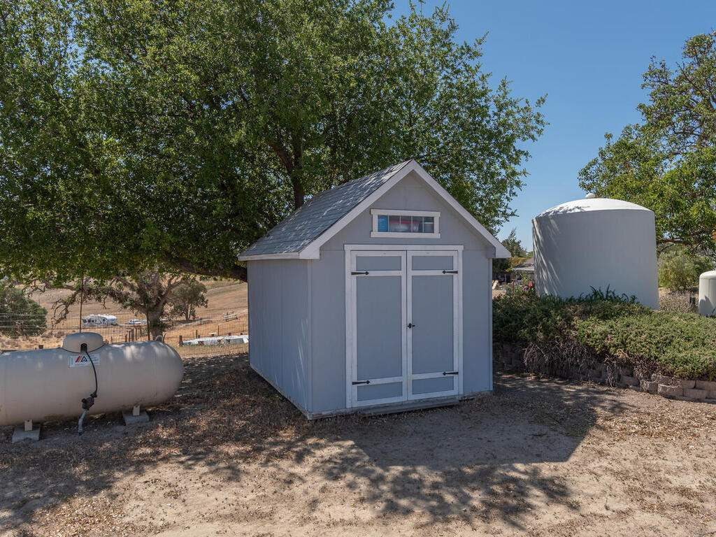 5070-White-Tail-Pl-Paso-Robles-CA-93446-USA-053-048-Shed-MLS_Size