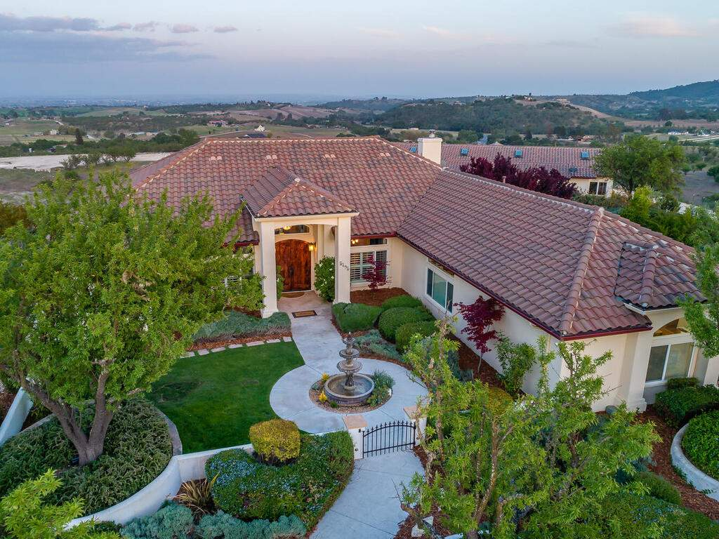 5495-Vista-Serrano-Paso-Robles-CA-93446-USA-008-086-Front-of-Home-MLS_Size
