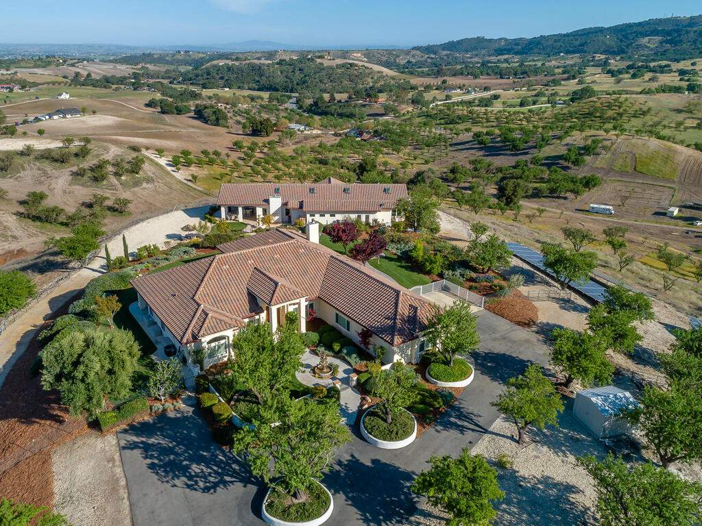 5495-Vista-Serrano-Paso-Robles-CA-93446-USA-009-087-Front-of-Home-MLS_Size