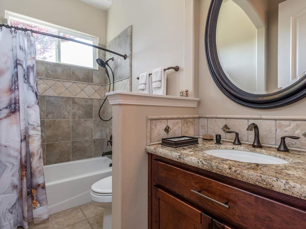 5495-Vista-Serrano-Paso-Robles-CA-93446-USA-028-107-Bathroom-2-MLS_Size