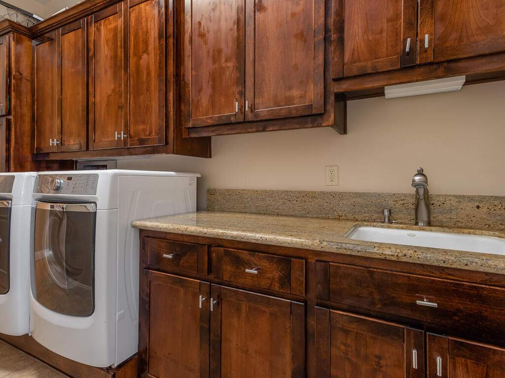 5495-Vista-Serrano-Paso-Robles-CA-93446-USA-029-109-Laundry-Room-MLS_Size
