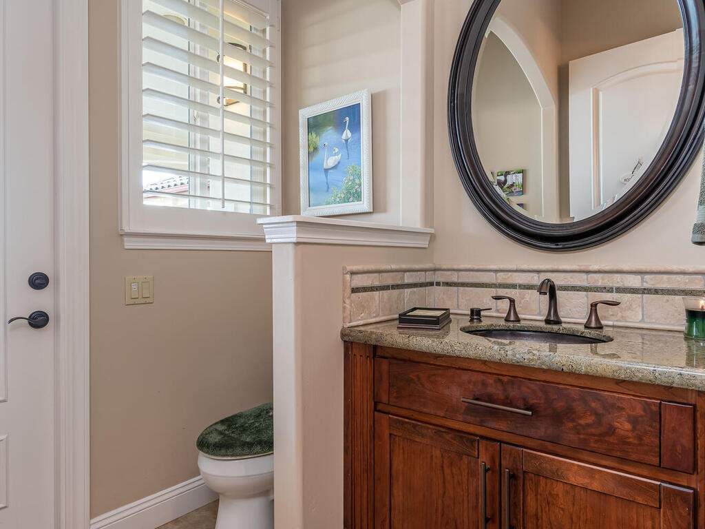 5495-Vista-Serrano-Paso-Robles-CA-93446-USA-030-105-Powder-Room-MLS_Size