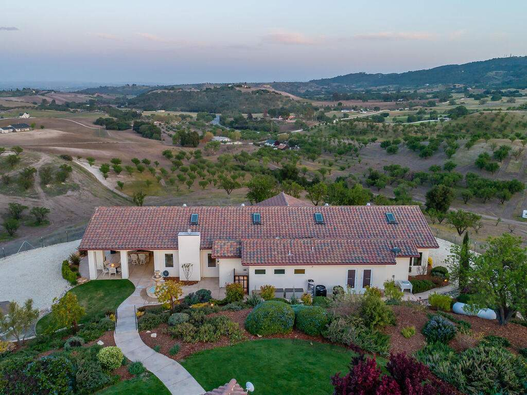 5495-Vista-Serrano-Paso-Robles-CA-93446-USA-040-113-Aeril-View-MLS_Size