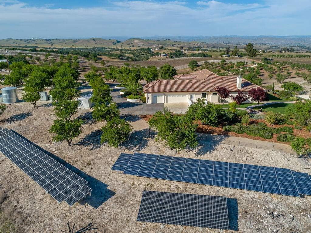 5495-Vista-Serrano-Paso-Robles-CA-93446-USA-066-139-Solar-MLS_Size