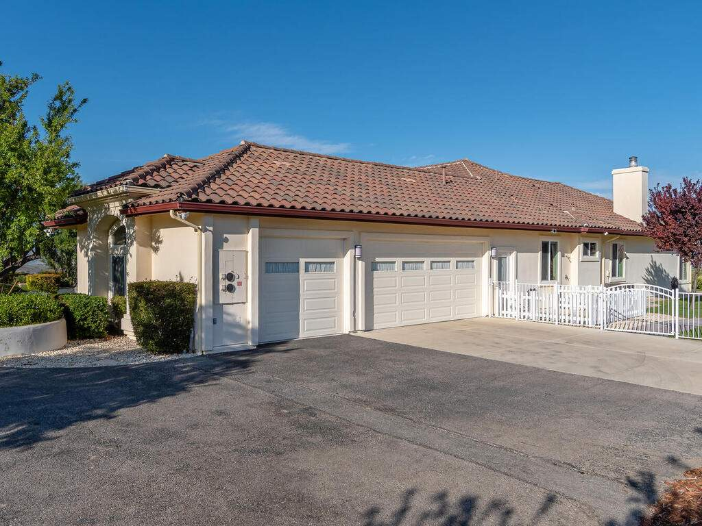 5495-Vista-Serrano-Paso-Robles-CA-93446-USA-069-135-Garage-MLS_Size