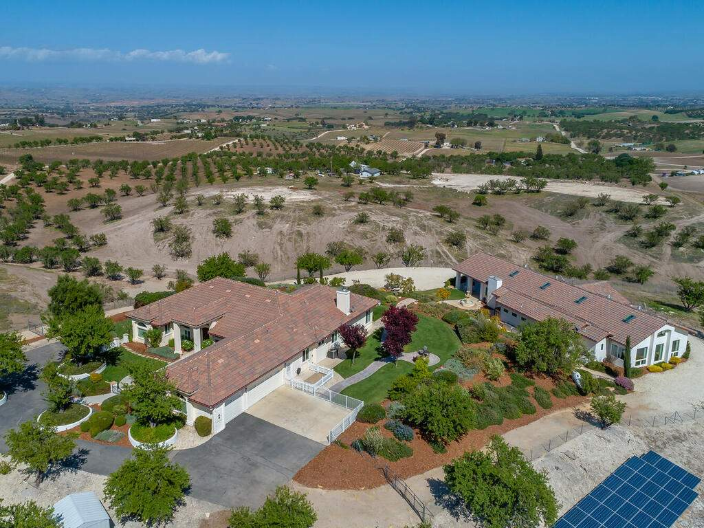 5495-Vista-Serrano-Paso-Robles-CA-93446-USA-070-145-Aeril-View-MLS_Size