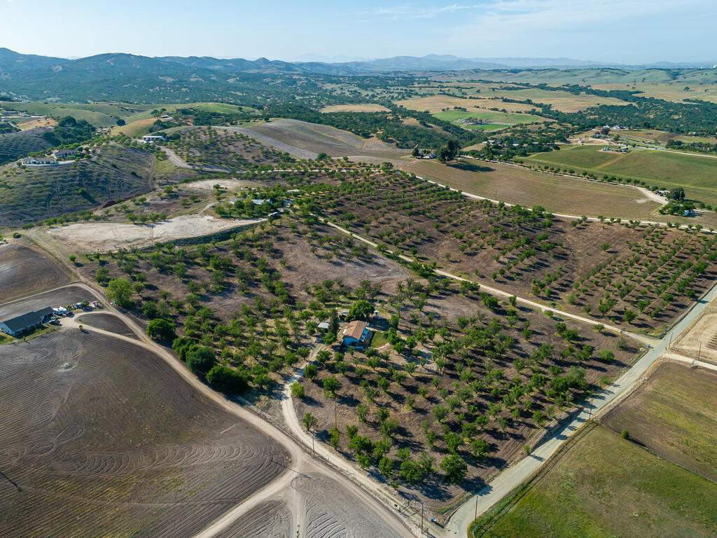 5495-Vista-Serrano-Paso-Robles-CA-93446-USA-072-140-Aeril-View-MLS_Size