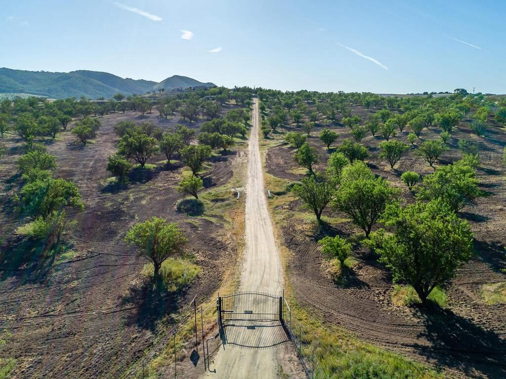 5495-Vista-Serrano-Paso-Robles-CA-93446-USA-090-150-5485-Vista-Serrano-Gate-MLS_Size