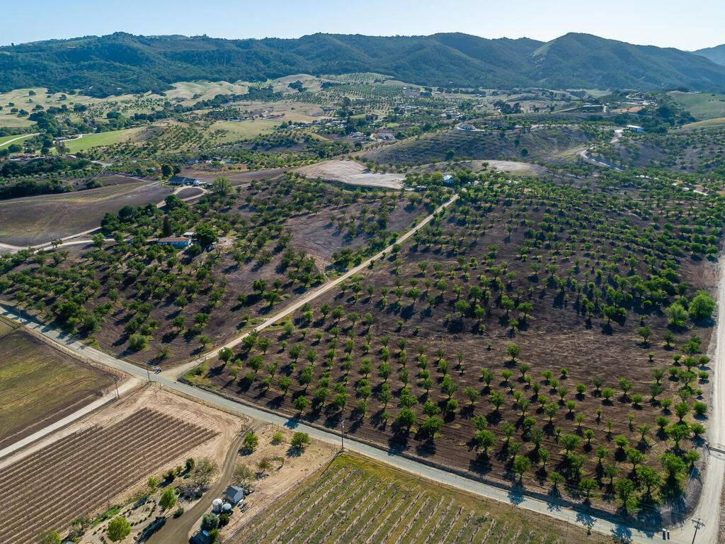 5495-Vista-Serrano-Paso-Robles-CA-93446-USA-111-162-Aeril-View-MLS_Size