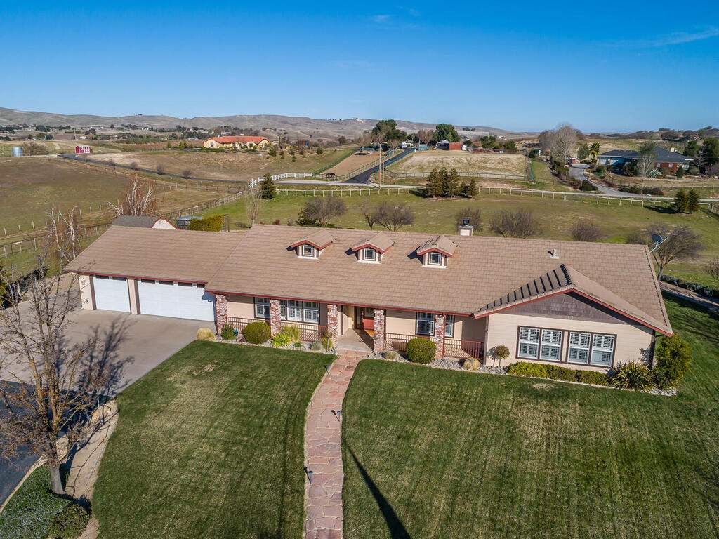 5525-Rancho-La-Loma-Linda-Dr-006-003-Front-of-Home-MLS_Size