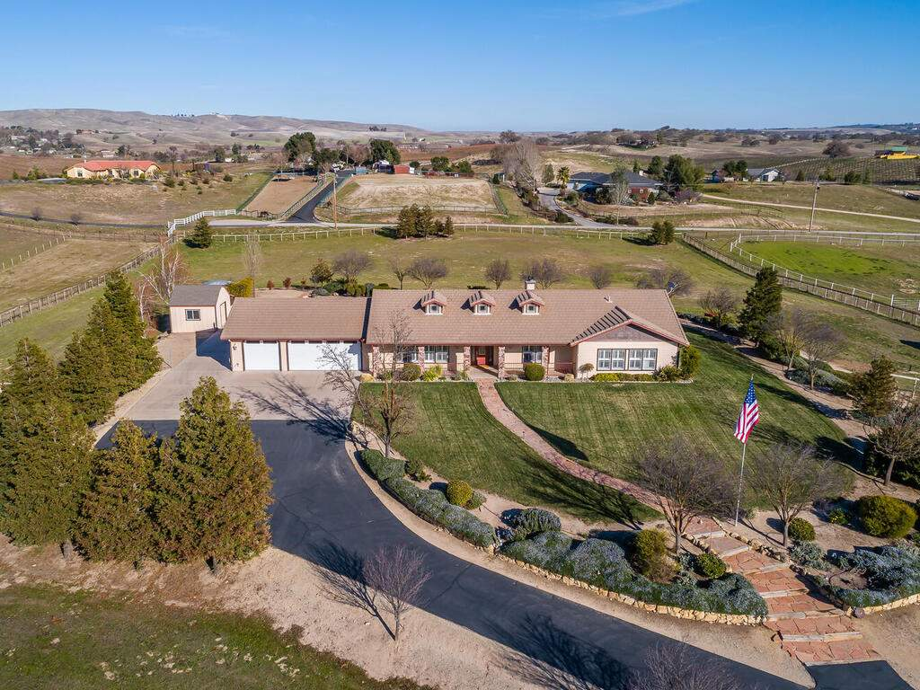 5525-Rancho-La-Loma-Linda-Dr-048-036-Front-of-Home-MLS_Size