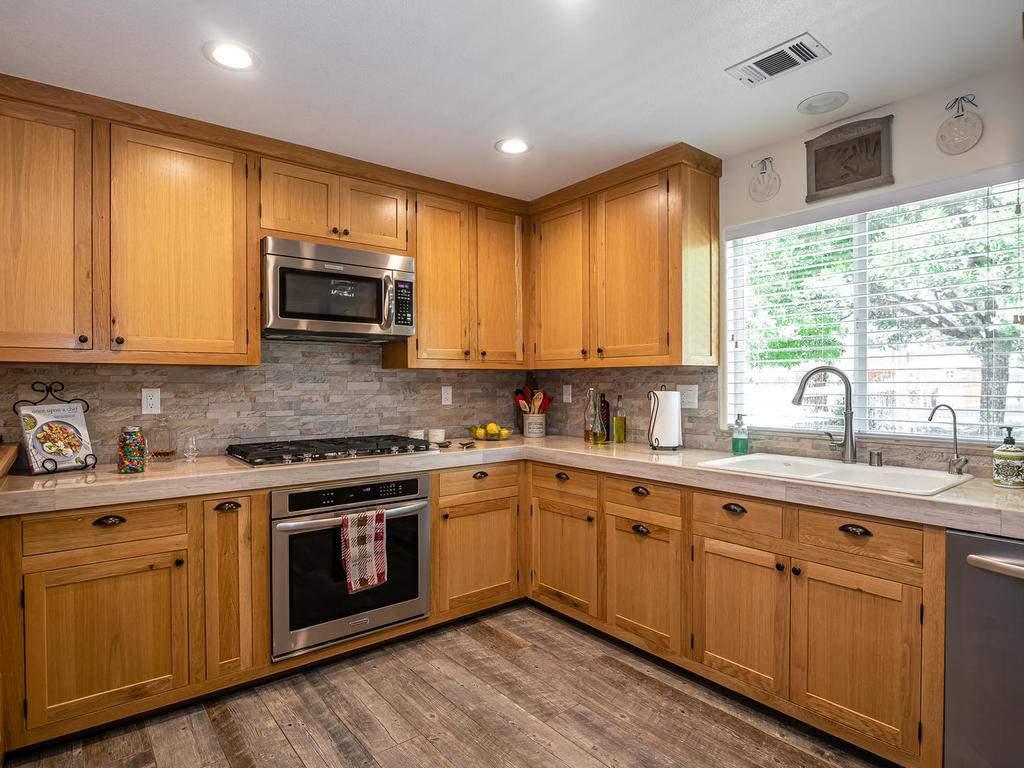 5530-Prancing-Deer-Rd-Paso-011-013-Kitchen-MLS_Size