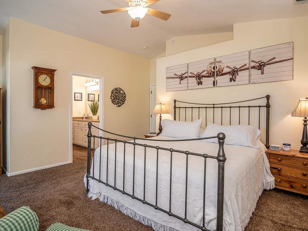 5530-Prancing-Deer-Rd-Paso-016-019-Master-Suite-MLS_Size