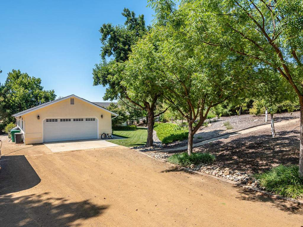 5530-Prancing-Deer-Rd-Paso-035-035-Driveway-MLS_Size