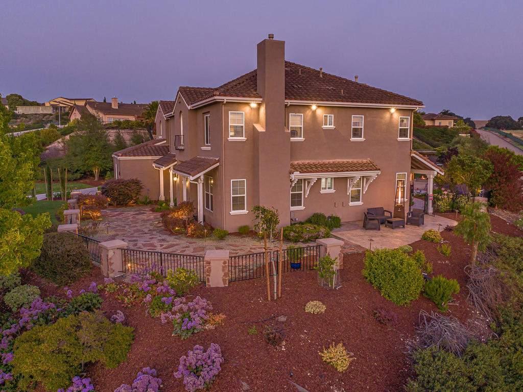 612-Castillo-Del-Mar-Arroyo-044-046-Side-of-the-Home-MLS_Size