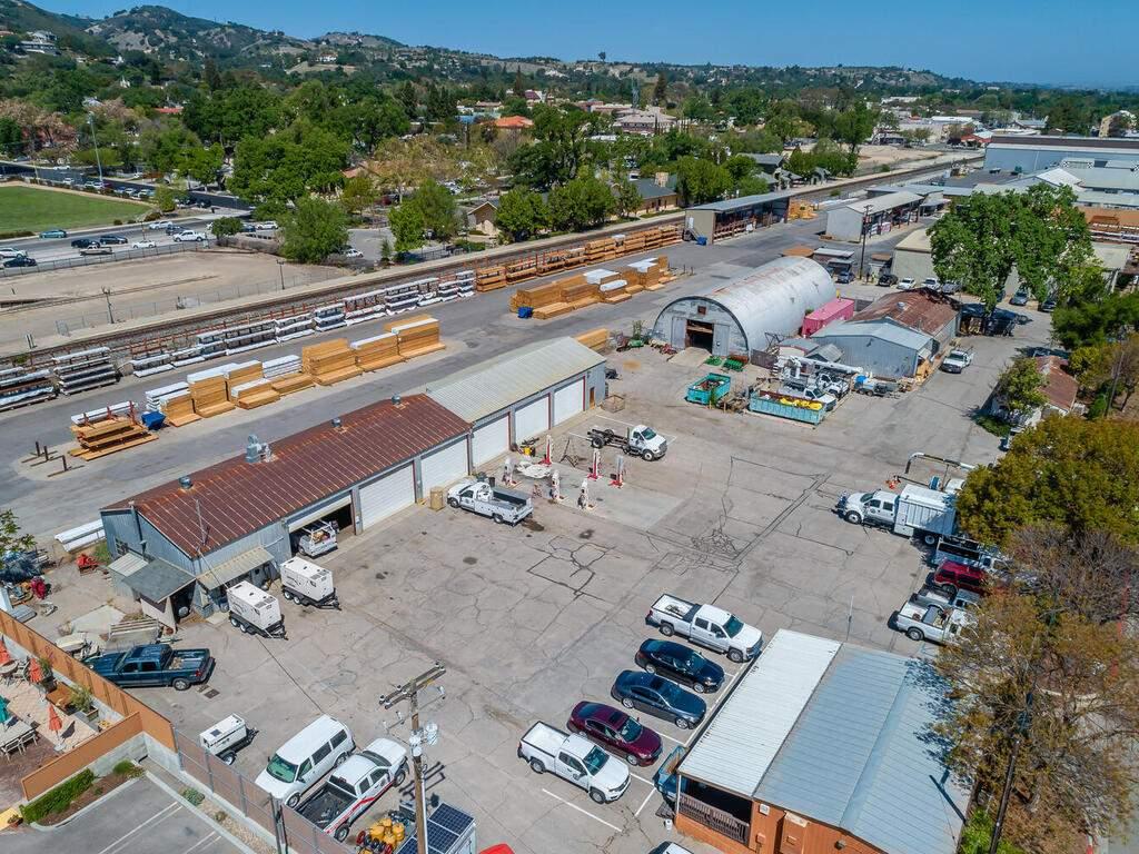Paso-Robles-City-Maintenance-625-Riverside-Ave-Paso-Robles-CA-93446-USA-002-002-625-Riverside-MLS_Size