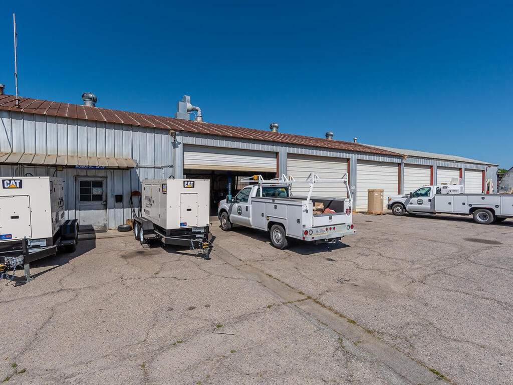 Paso-Robles-City-Maintenance-625-Riverside-Ave-Paso-Robles-CA-93446-USA-003-003-625-Riverside-MLS_Size