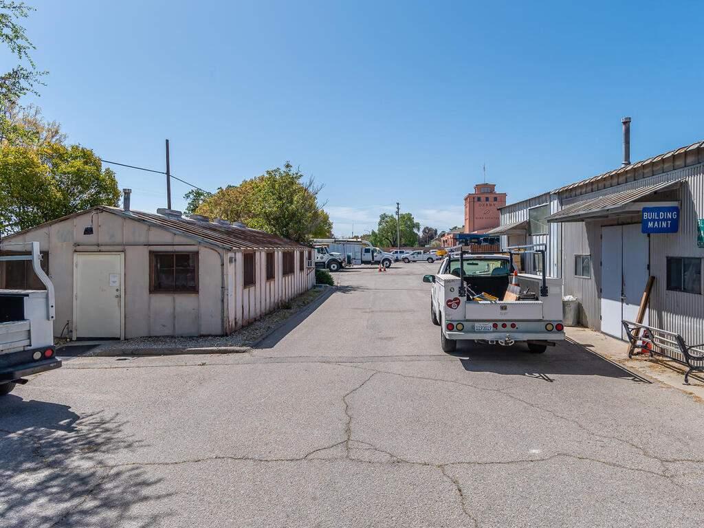 Paso-Robles-City-Maintenance-625-Riverside-Ave-Paso-Robles-CA-93446-USA-027-024-625-Riverside-MLS_Size