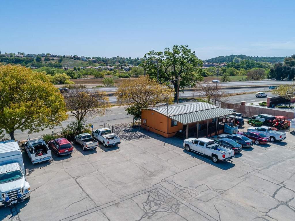 Paso-Robles-City-Maintenance-625-Riverside-Ave-Paso-Robles-CA-93446-USA-029-030-625-Riverside-MLS_Size