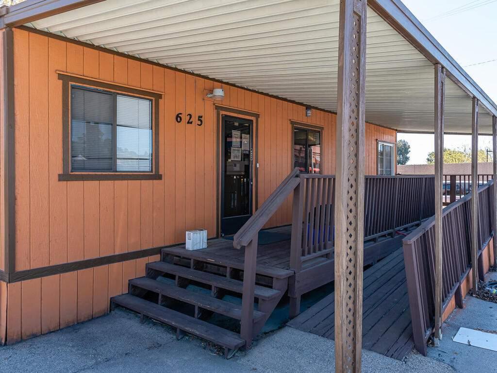 Paso-Robles-City-Maintenance-625-Riverside-Ave-Paso-Robles-CA-93446-USA-031-032-625-Riverside-MLS_Size
