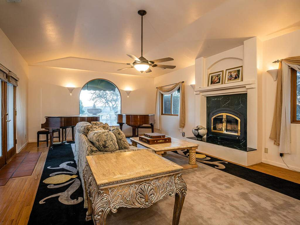 6275-Twin-Canyon-Ln-Creston-CA-007-007-Living-Room-MLS_Size