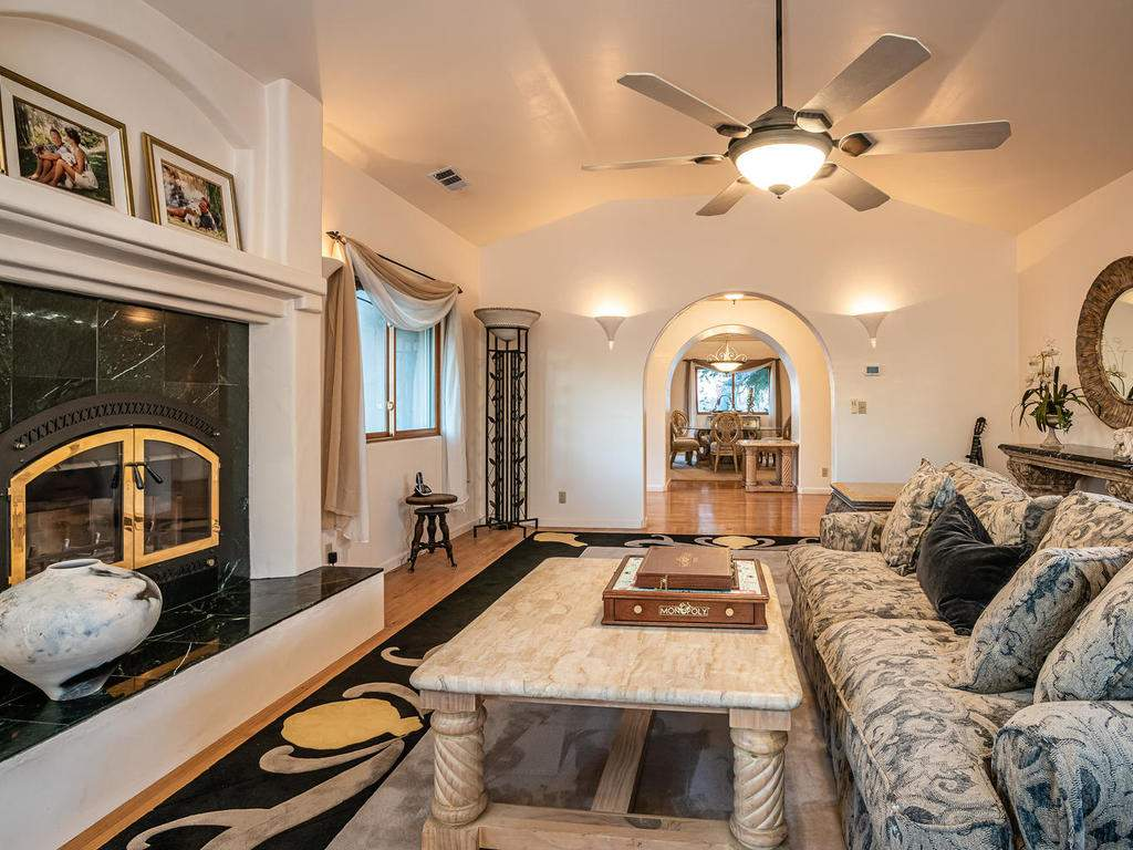 6275-Twin-Canyon-Ln-Creston-CA-008-011-Living-Room-MLS_Size