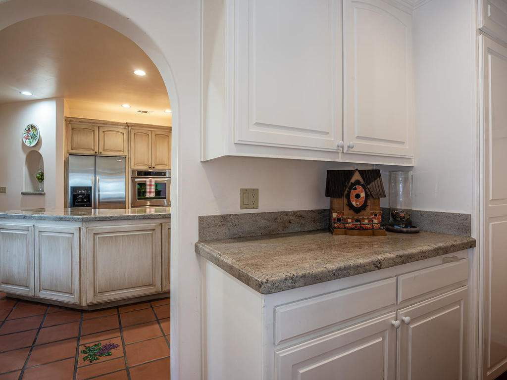 6275-Twin-Canyon-Ln-Creston-CA-012-008-Butlers-Pantry-MLS_Size