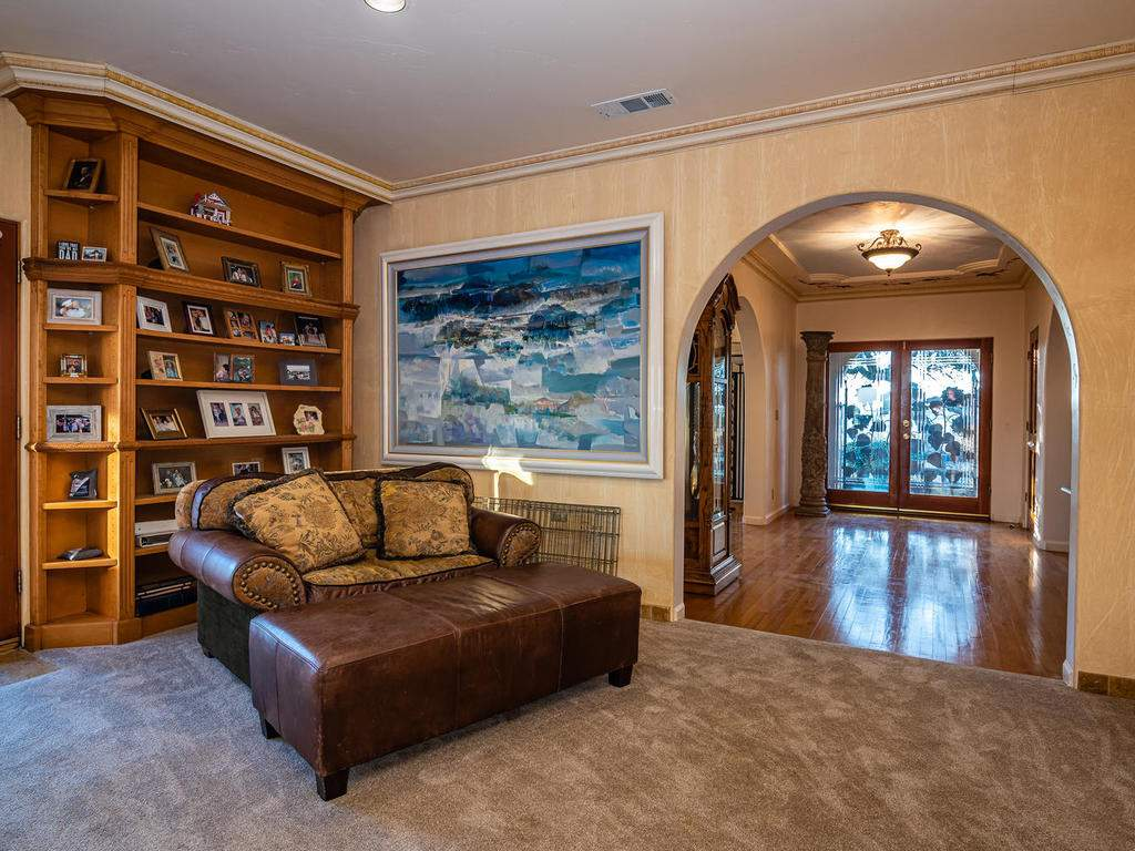 6275-Twin-Canyon-Ln-Creston-CA-020-025-Family-Room-MLS_Size