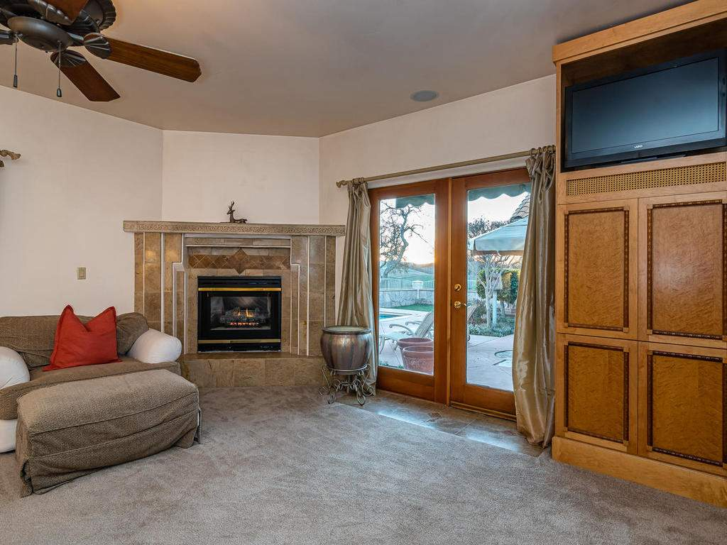 6275-Twin-Canyon-Ln-Creston-CA-022-031-Master-Suite-MLS_Size