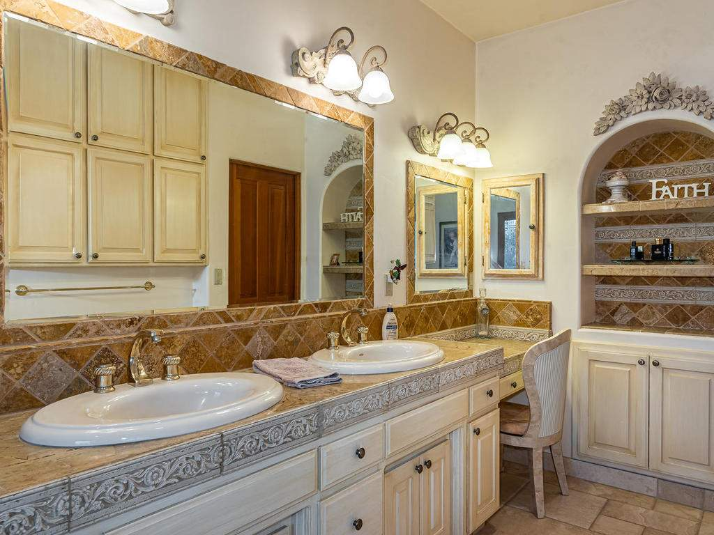 6275-Twin-Canyon-Ln-Creston-CA-023-021-Master-Suite-MLS_Size