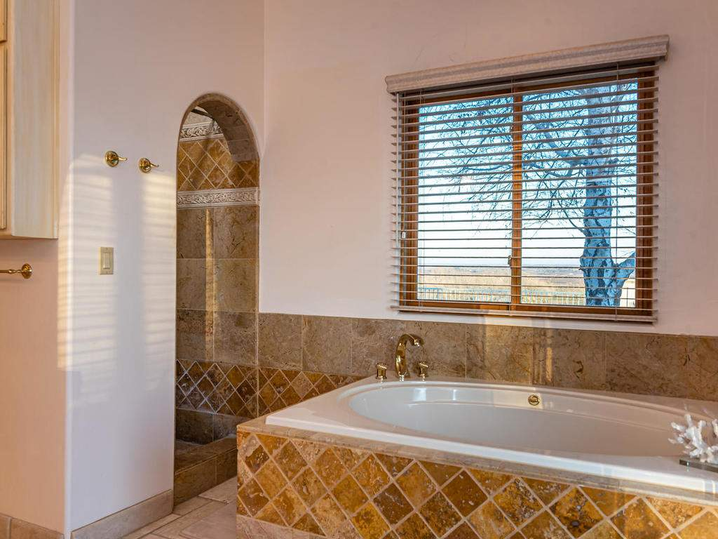 6275-Twin-Canyon-Ln-Creston-CA-024-024-Master-Suite-MLS_Size