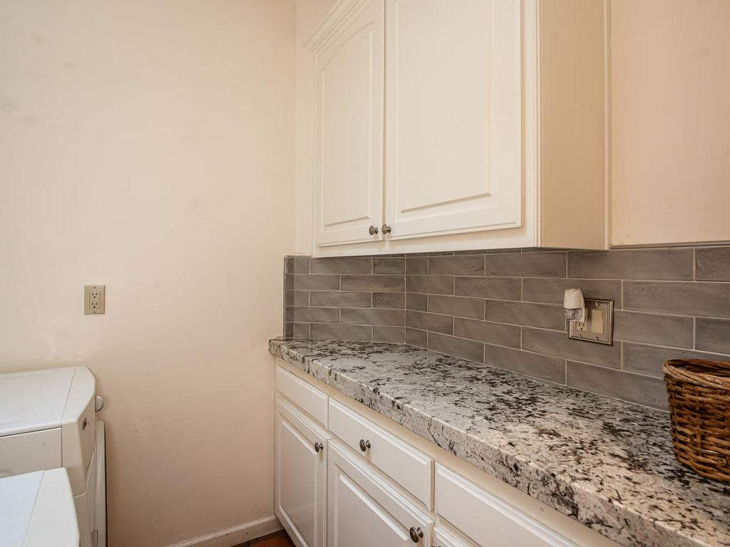 6275-Twin-Canyon-Ln-Creston-CA-033-032-Laundry-Room-MLS_Size