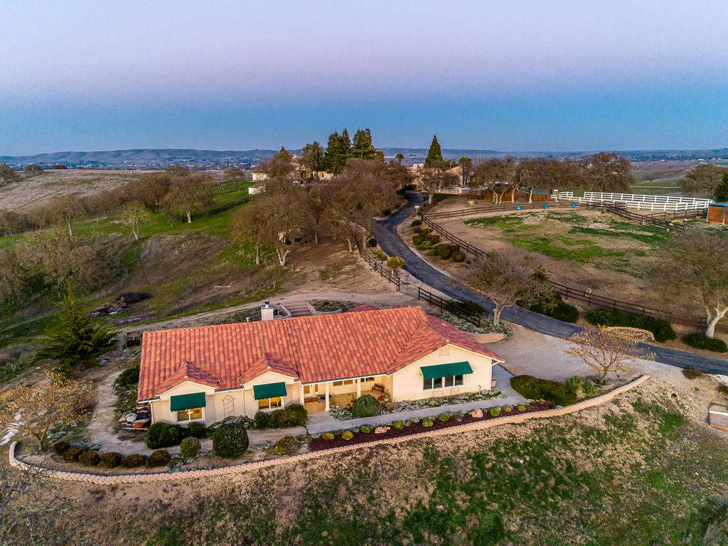 6275-Twin-Canyon-Ln-Creston-CA-040-043-Guest-Home-MLS_Size