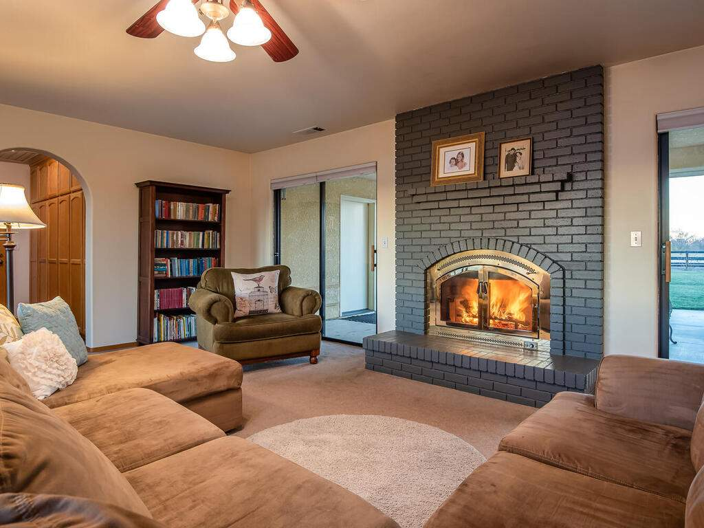 6404-ODonovan-Rd-Creston-CA-009-008-Living-Room-MLS_Size