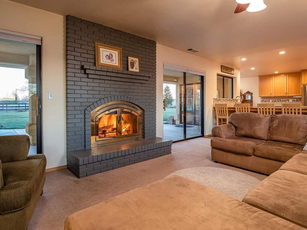 6404-ODonovan-Rd-Creston-CA-010-006-Living-Room-MLS_Size