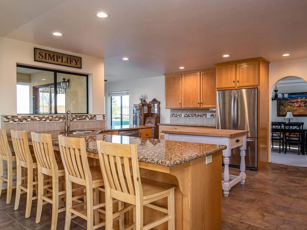 6404-ODonovan-Rd-Creston-CA-012-009-KitchenBreakfast-Nook-MLS_Size