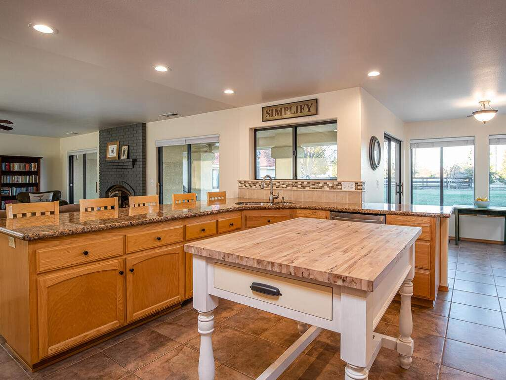 6404-ODonovan-Rd-Creston-CA-014-014-KitchenLiving-Room-MLS_Size
