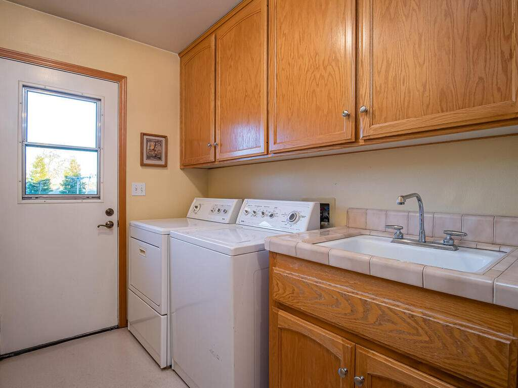 6404-ODonovan-Rd-Creston-CA-027-020-Laundry-Room-MLS_Size