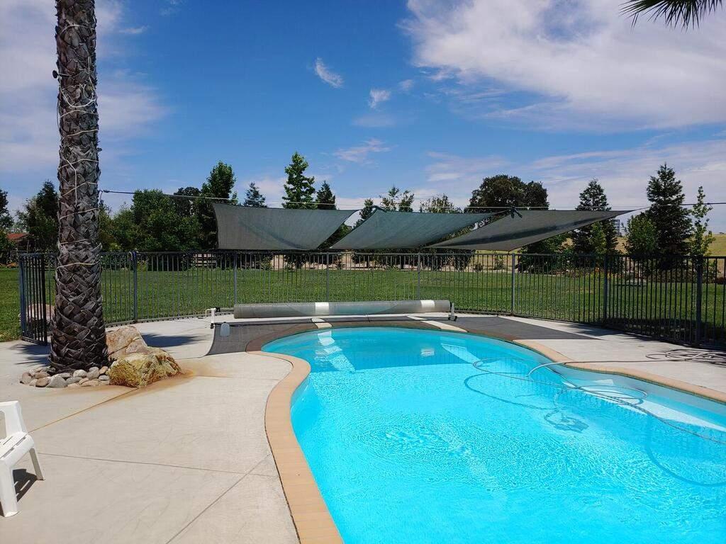 6404-ODonovan-Rd-Creston-CA-037-055-Pool-MLS_Size
