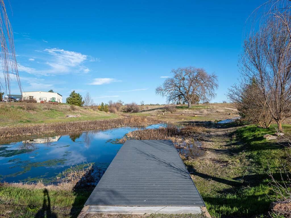 6404-ODonovan-Rd-Creston-CA-042-048-Pond-MLS_Size